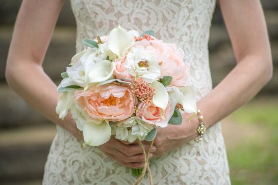 peach_cream_coral_peony_calla_bride_bouquet_boutonniere_15.jpg