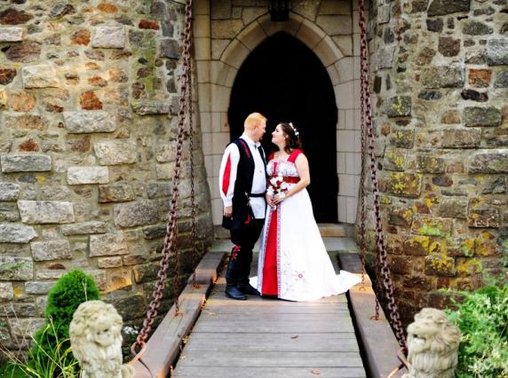 red_white_calla_wedding_bouquet_2.jpg